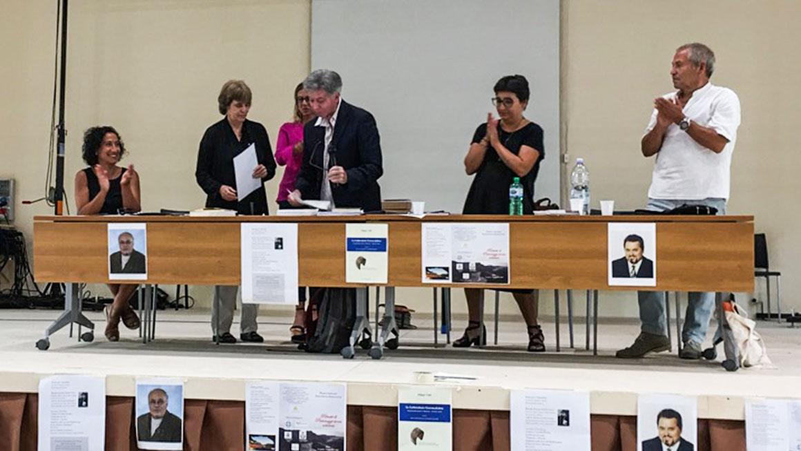 La signora Laura Crisopulli vedova Violi riceve il premio
